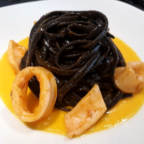 Linguine en negro con calamares