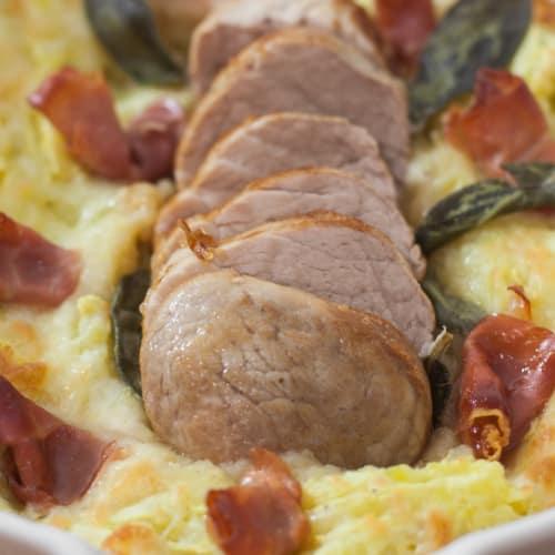 Filetto di maiale su letto di purè.