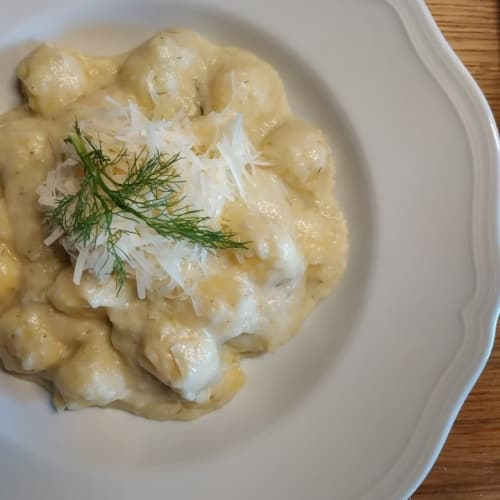 Gnocchi with cream of fennel and milk