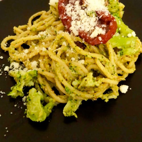Spaghetti broccoli e croccantezza