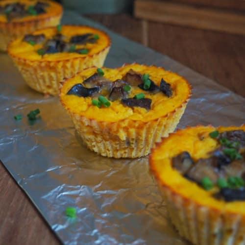 Tortini d'autunno con miglio, zucca e funghi