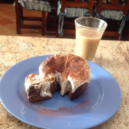 Pancake noci e uvetta affogato al caffè e cacao