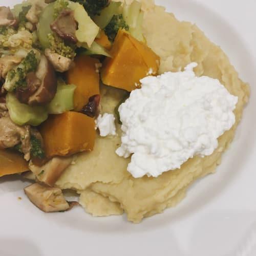 Crema di ceci con verdure e fiocchi di latte