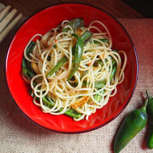 Spaghetti piccanti con friggitelli e capperi