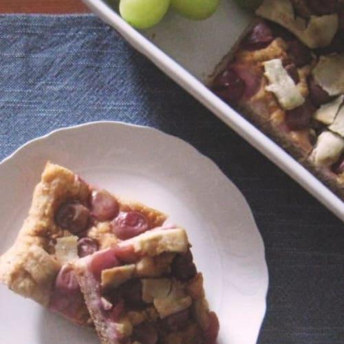 Focaccia semidiolce de papas y uvas americanas.