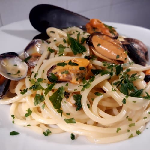 Spaghetti mussels and clams