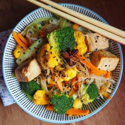 Rice noodles with winter vegetables and tofu