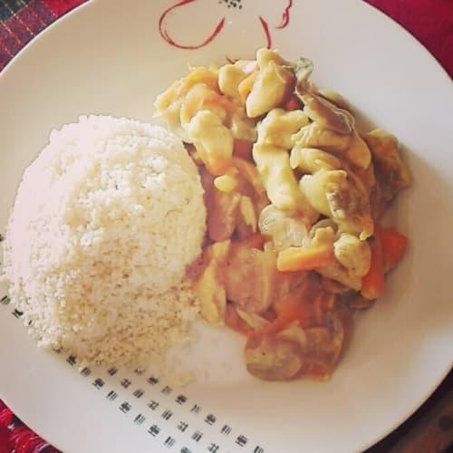 Curry y Curcuma De Pollo Con Verduras Y Cuscus.