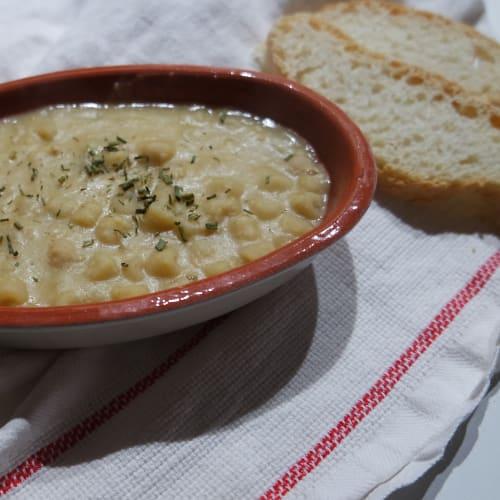 Pasta y sopa de garbanzos