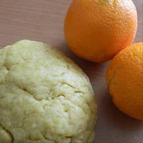 Pasta de pasta corta con aceite de naranja.