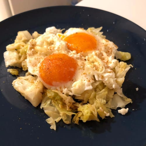 Huevos Con Repollo Y Curry.