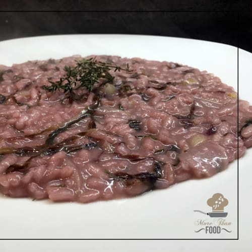 Recipe of radicchio and thyme risotto. Easy and fast.