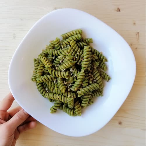 Fusilli in cream of broccoli and cashews