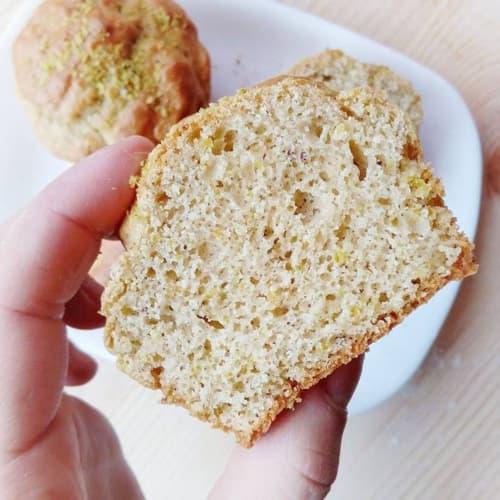Pistachio spelled muffins