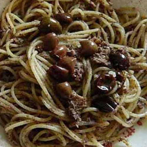 Espaguetis De Atún Y Paté De Aceitunas