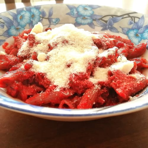 Buckwheat penne in beetroot sauce