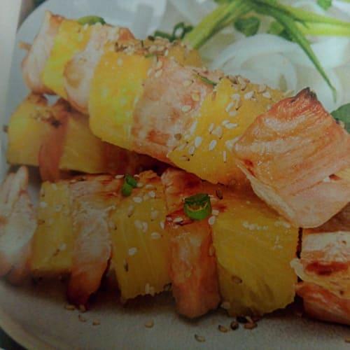 Croquetas de salmón y piña picantes