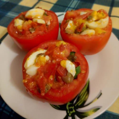 Pomodori ripieni con uova sode