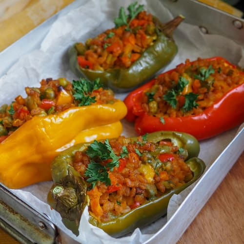 Stuffed peppers with spelled and peas