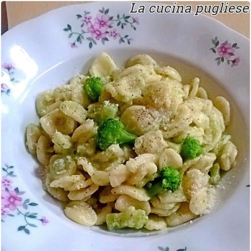 Pasta con crema de brócoli y queso stracchino