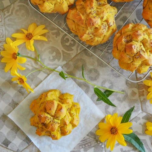 Wreaths of turmeric bread and cumin seeds