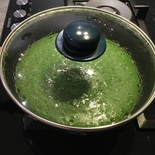 Tortilla de espinacas con licuadora superior