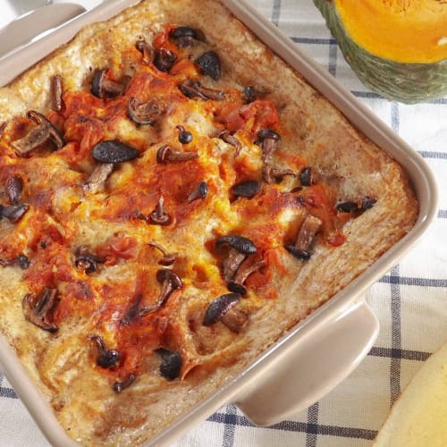 Carasau bread lasagna with pumpkin and mushrooms