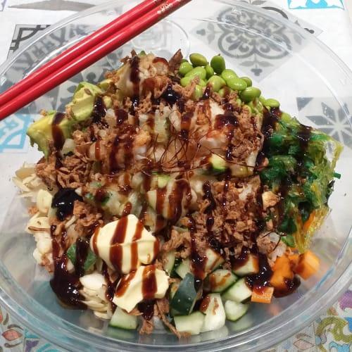 Poké con camarones tempura