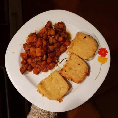 Scamorza impanata con patate dolci al rosmarino