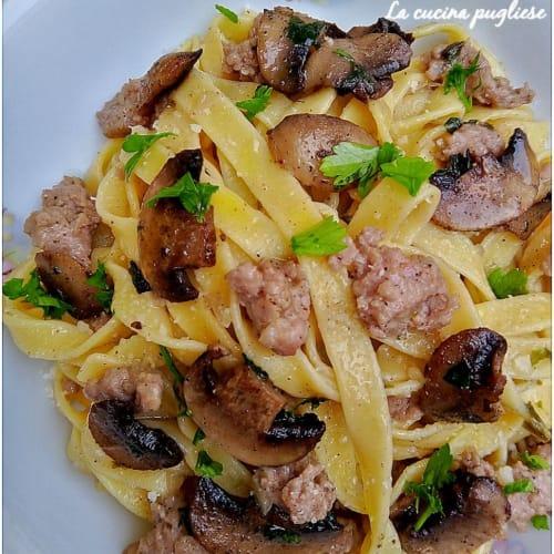 Tagliatelle Salsiccia E Funghi
