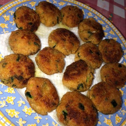Tasty meatballs of tuna and zucchini