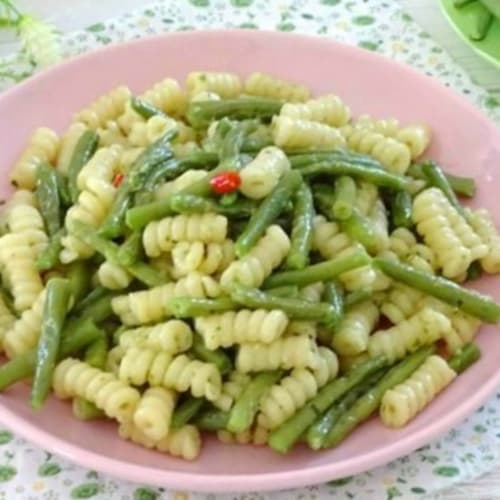 Whole wheat pasta with green beans