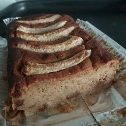 Torta umida banana e uvetta