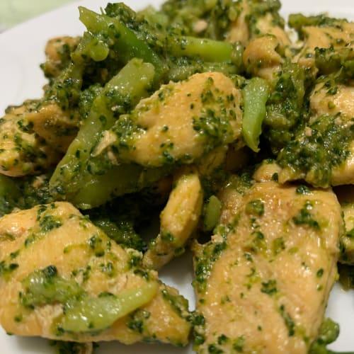 Bocconcini di pollo con broccoli e salsa di soia