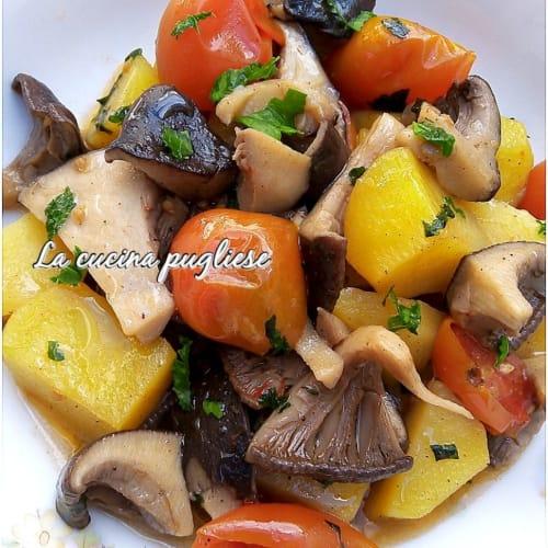 Funghi cardoncelli in padella con patate e pomodorini