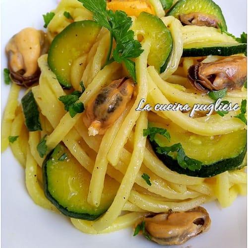 Troccoli con zucchine cozze e zafferano