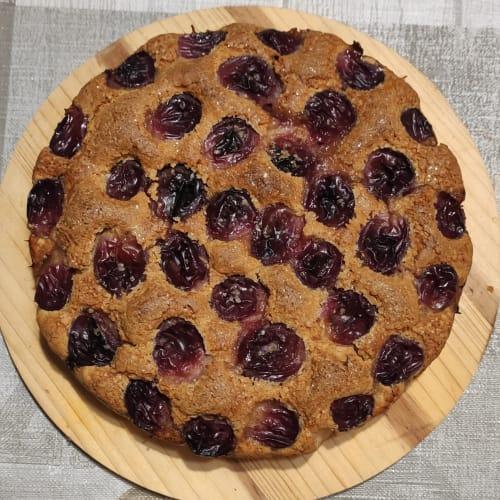 Torta con uva nera