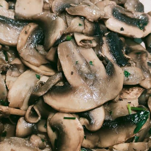 Funghi champignon in padella