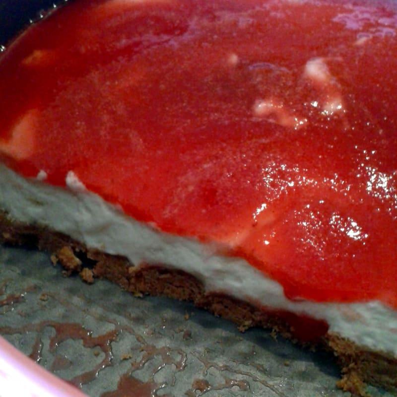 Tarta de queso con salsa de fresa rápido sin horno