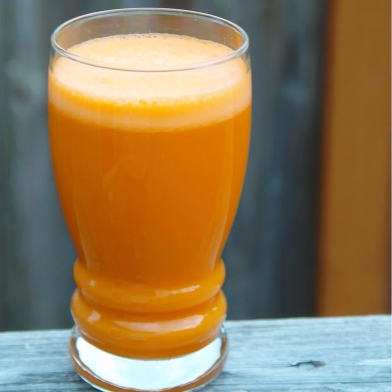 El jugo de zanahoria y moras