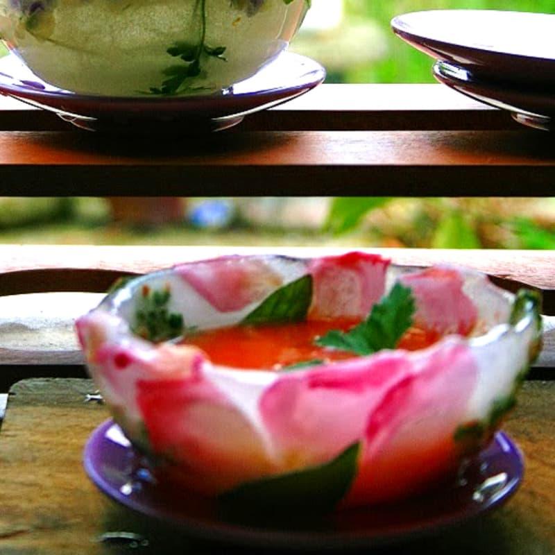 Gazpacho servito in coppette di ghiaccio