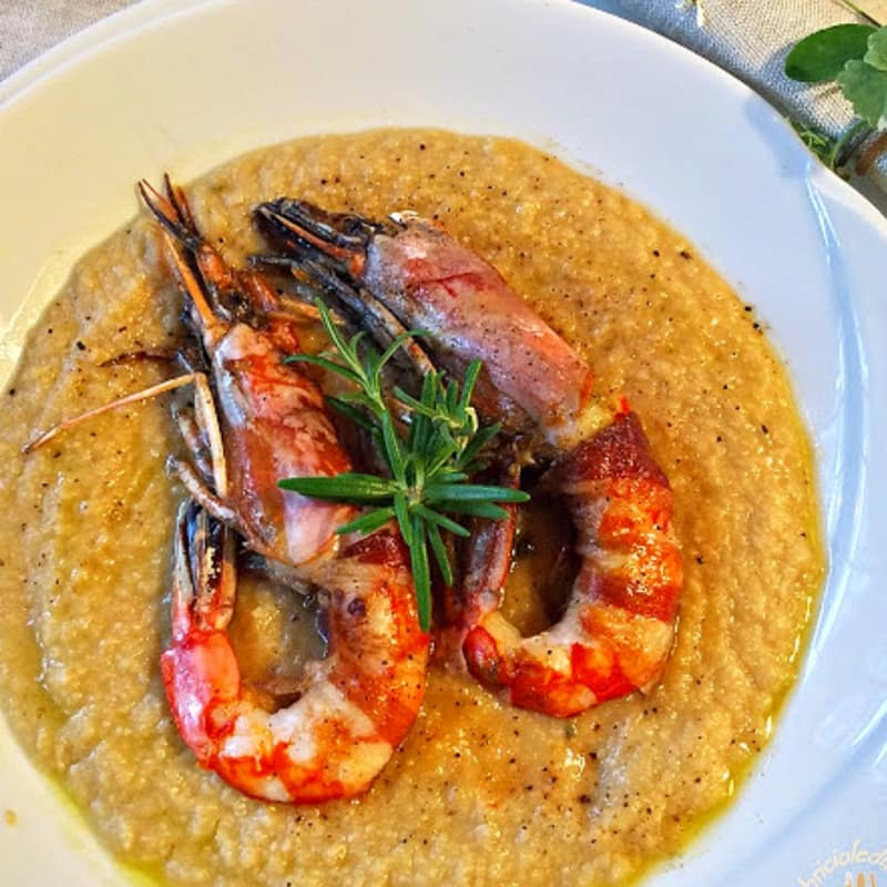 Cream of chickpeas with prawns bassoon