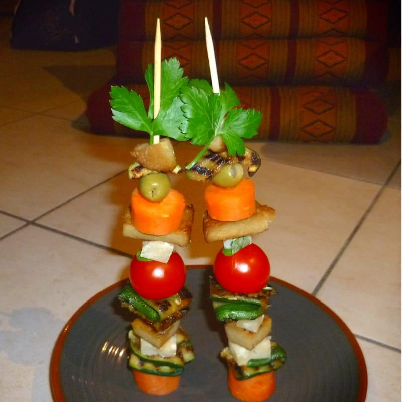 pinchos seitán, queso y verduras