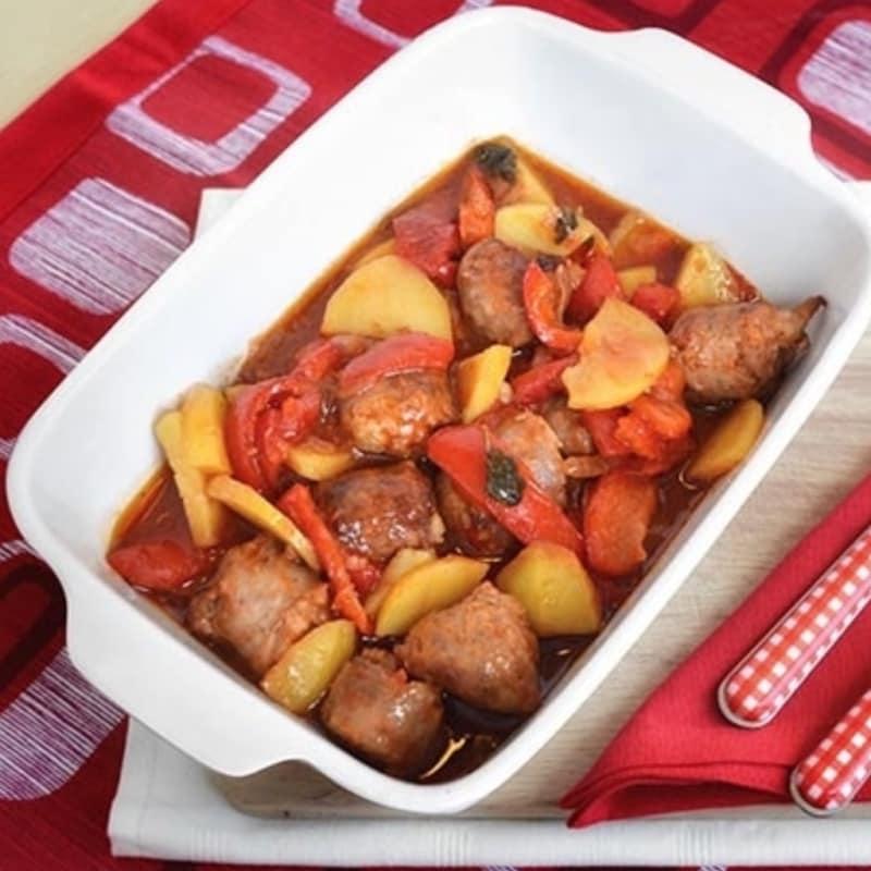 Salchichas con patatas y pimientos