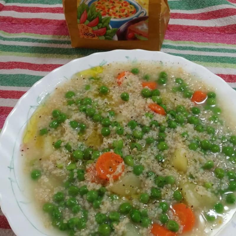 Bulgur con guisantes, patata y zanahoria