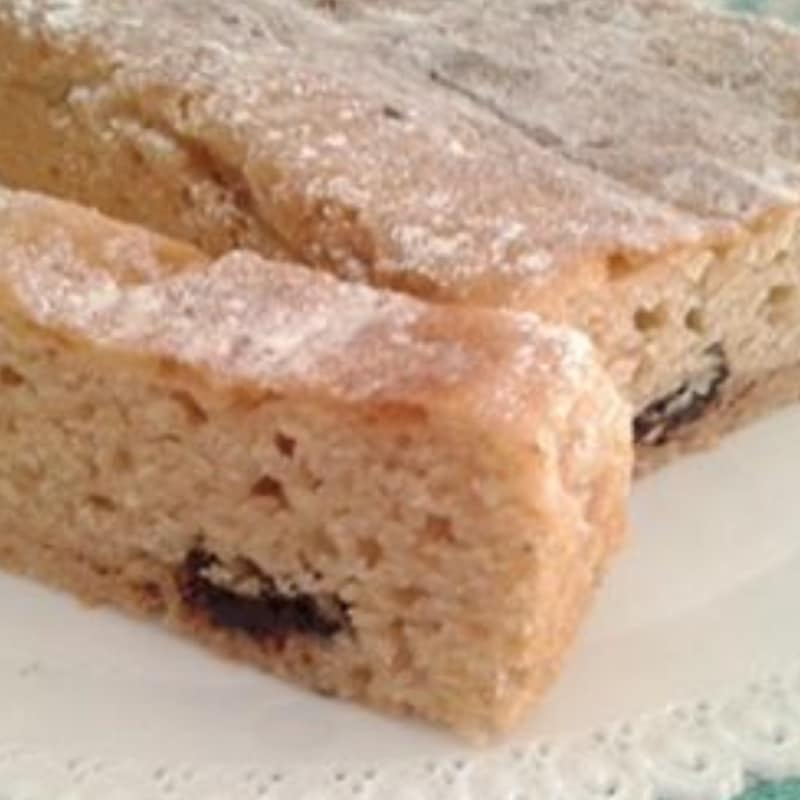 Plumcake without eggs, flavored with vanilla and chocolate chips
