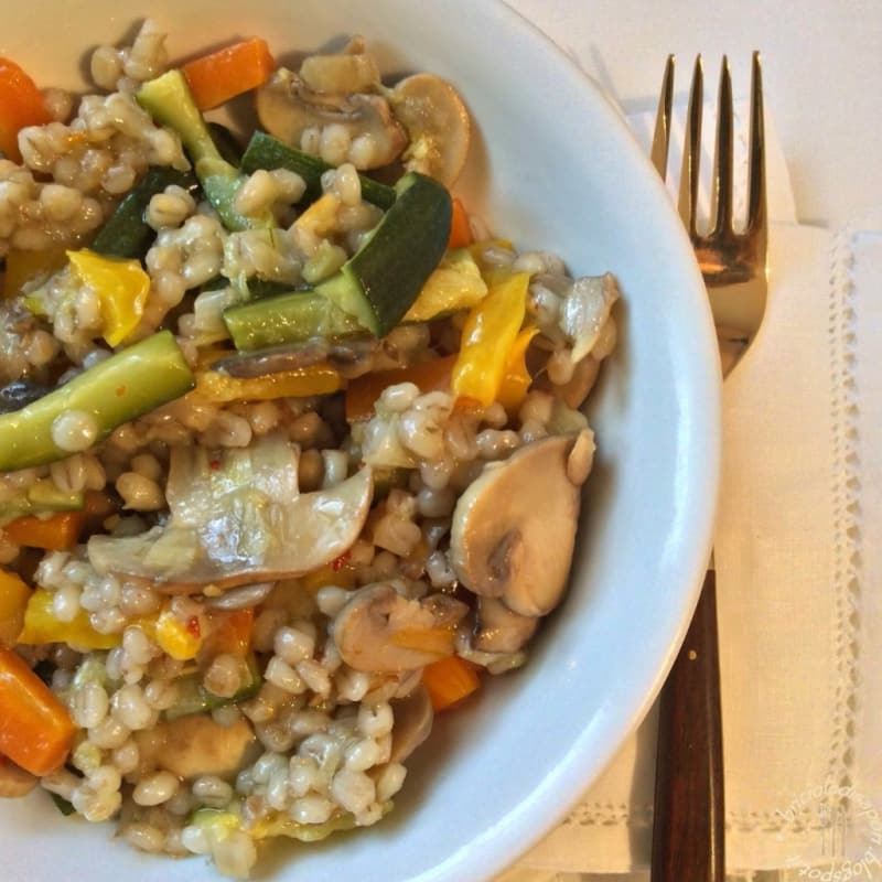 Cebada saltó con verduras