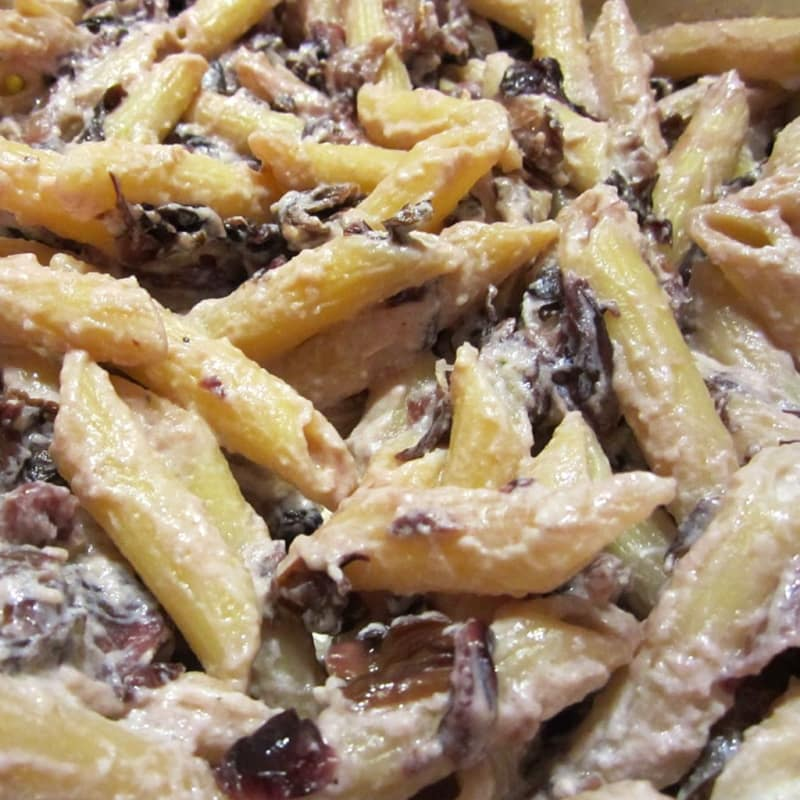 Penne with radicchio, walnuts and ricotta