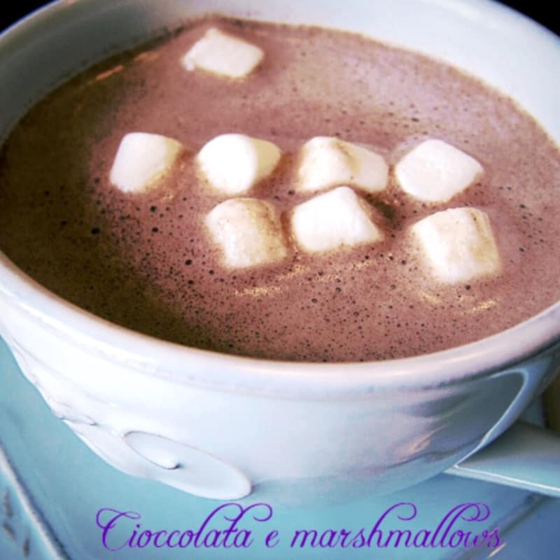 chocolate caliente y malvaviscos