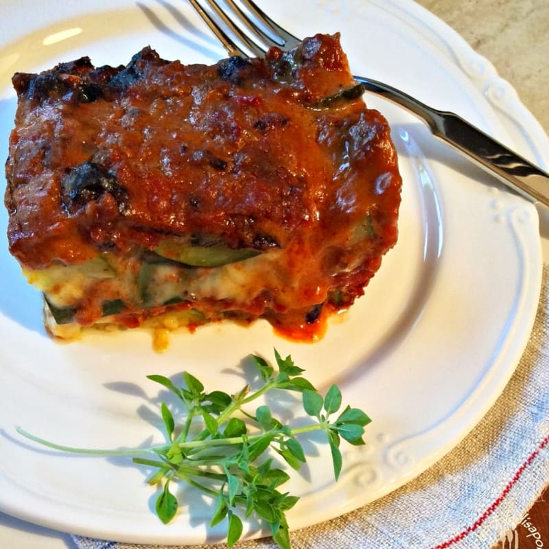 flan de calabacín, salsa de carne con especias y queso ahumado